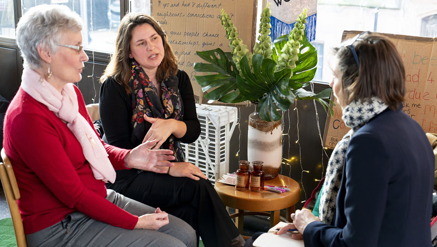 Baroness visits Grapevine 2